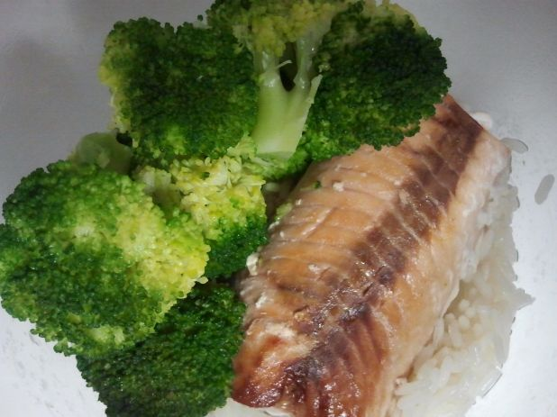 Every wednesday a new #inmylunchbox on Twitter: rice, salmon and broccoli