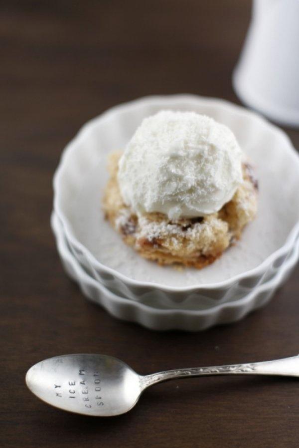 ICE CREAM SANDWICH - GELATO AL COCCO E TORTA DI CILIEGIE » PICI E CASTAGNE http://www.piciecastagne.it/2013/06/12/ice-cream-sandwich-gelato-al-cocco-e-torta-di-ciliegie/