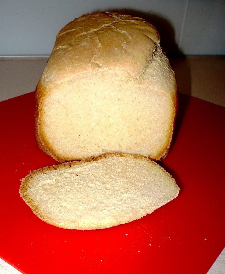 Do pekárne dáme najprv tekuté ingredience a potom sypké.  Pečieme na programe SPRINT alebo na programe pre pečenie bieleho chleba.