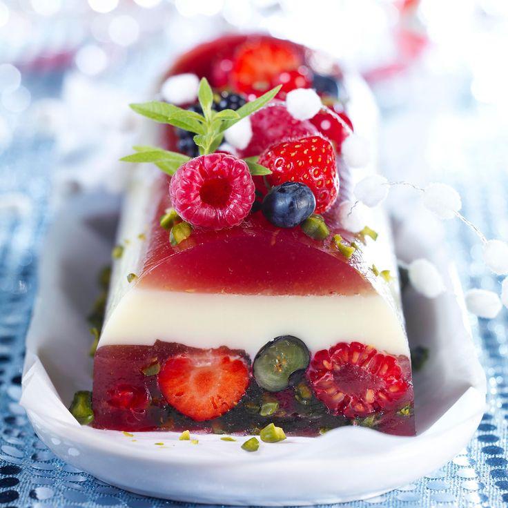 Découvrez la recette de la bûche de fruits rouges au lait d'amande