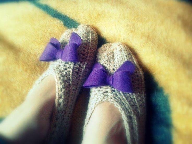 Παντοφλάκια με μωβ φιόγκο!(crochet slippers)