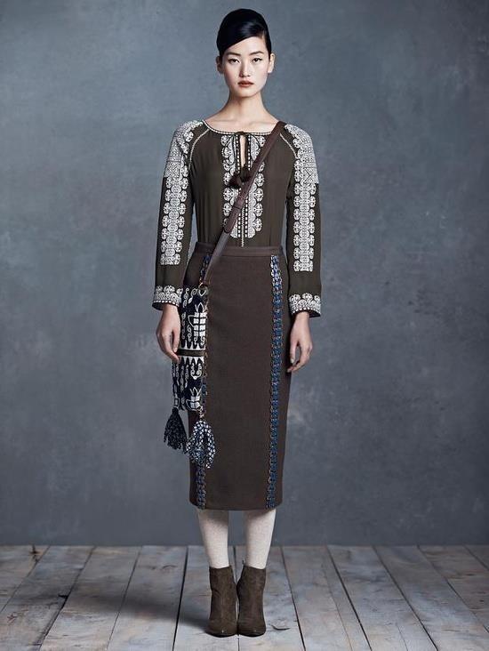 Romanian blouse on the catwalk