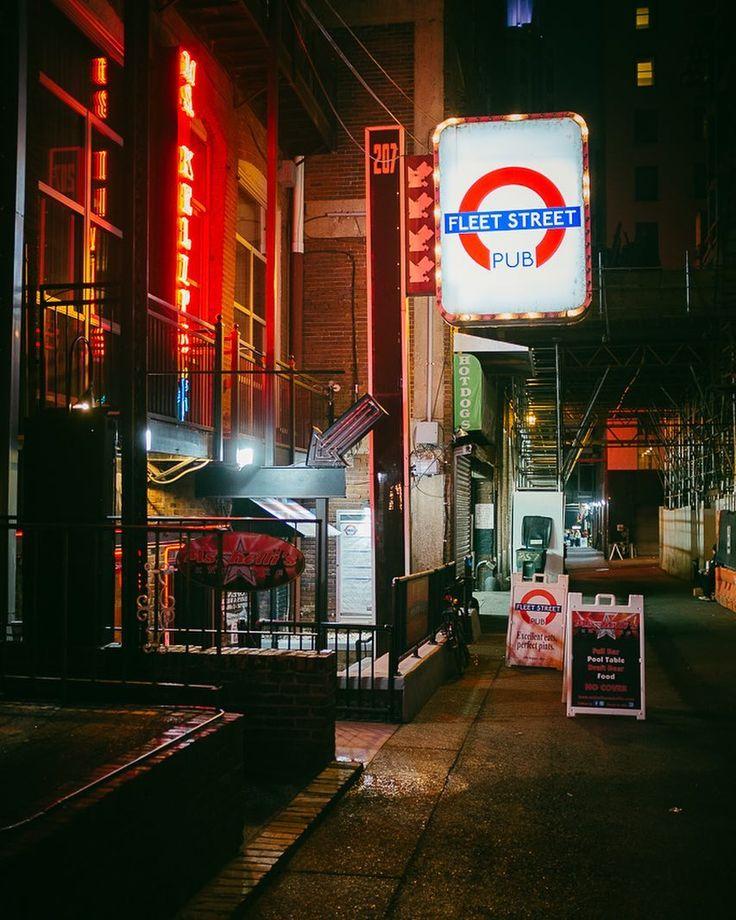{Nashville 2016}  spending a few days in Nashville. Lots of different colors.  11/13/16 21:22  Nashville United States  #x100t #nashville #usa #musiccity #everydayasia #wearethestreet #ig_japan #tokyocameraclub #asia #everydayeverywhere #teamfujifilm #fujifilm  #富士フィルム #guardiantravelsnaps #Wanderlust #lensculture  #myfujifilm #inspirationcultmag #urbanphotography #streetphotography #travel #Nashville #UnitedStates #Day170