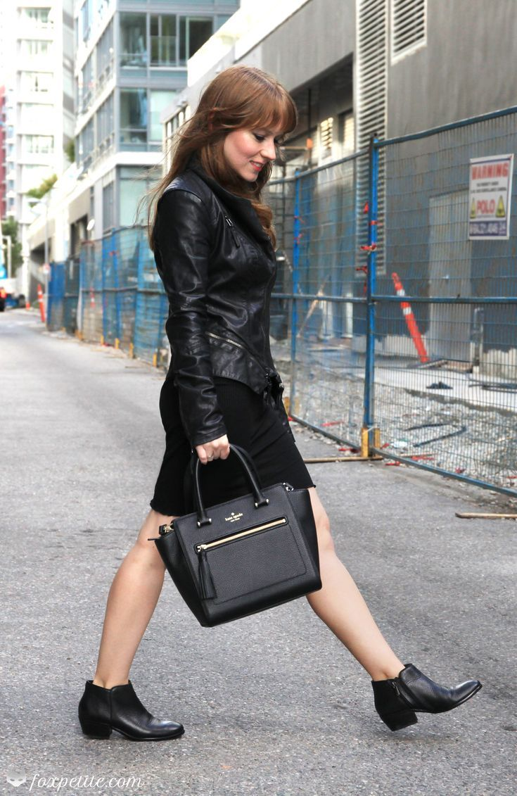 625f7cd7b All black spring outfit - faux leather moto jacket with zipper ...