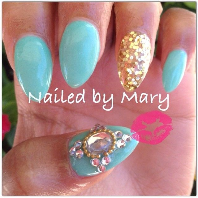 love the design but not into the pointy nails