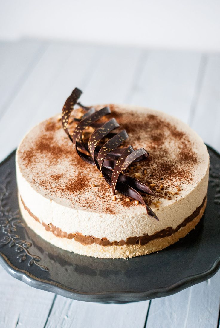 Entremets-Dulcey-Croquant-Pralinoise-Biscuit-Noisette-Lilie-Bakery_.jpg