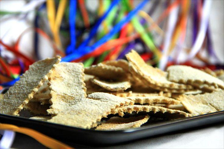 Croccanti chiacchiere crudiste di carnevale! :-D Prive di glutine, oli e zuccheri raffinati.   #crudismo #ricettecrudiste #vegan #rawfood #raw #carnevale