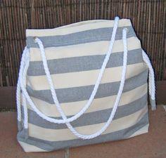 Instrucciones detalladas con fotografías para coser un bolso de tela de estilo playero.