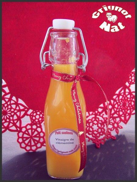 Vinaigre Clémentine :   350 ml  vinaigre  cidre 6 clémentine non traitées  1 càs bombée  miel  Préleve zeste 1/2 clémentine et  met dans bocal avec  couvercle. Epluche clémentines  met quartier dans bocal. Porter ébullition  vinaigre avec miel, remue pour  dissoudre miel. Verse vinaigre chaud dans  bocal sur clémentines, ferme bocal, remuer bien  laisse reposer 24 h Lendemain mixe le mélange filtres et met bouteille stéril