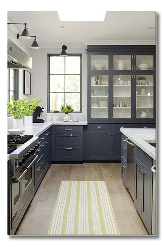 Love the dark cabinets.