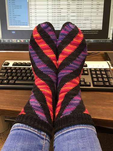 Finally, have made great progress with the Annetarsia loop'n'lock technique for intarsia in the round using magic loop circs. Modification to the pattern: I did my usual short row heel...