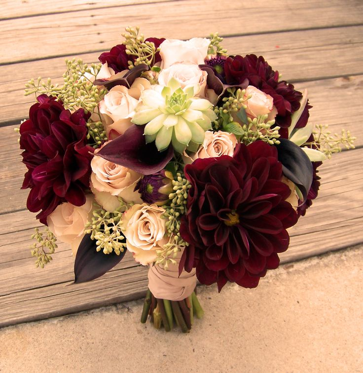 Bouquet of quicksand roses, burgundy dahlia and succulents ...