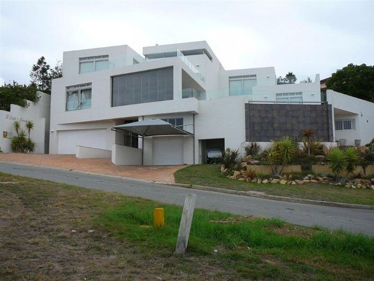 Villa Rosa - Villa Rosa is a spacious house located in the beautiful area of Plettenberg Bay. The large property can easily accommodate nine people and is ideal for families and groups traveling together. The house ... #weekendgetaways #plettenbergbay #southafrica