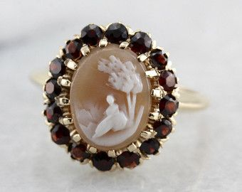 Tormalina rosa e Opal Halo anello in oro giallo di MSJewelers