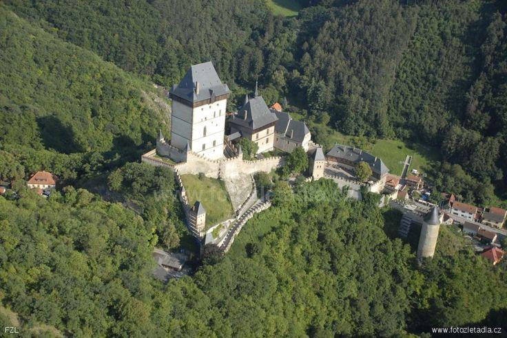 letecky snímek hrad Karlštejn