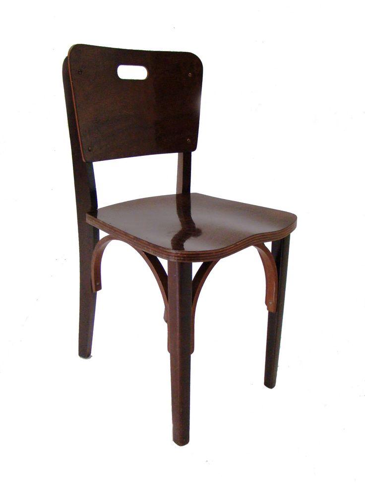 """""""Cadeira antiga de madeira para ser reformada."""""""