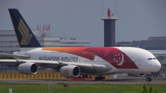RUNWAY FUN BLOG: シンガポール航空建国50周年特別塗装機初飛来!