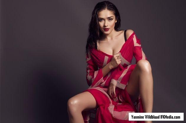 Koleksi foto hot Yasmine Wildblood model cantik yang perna beredar foto nakal beradegan syur dengan pria bertato juga mantan pacarnya.