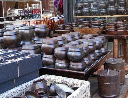 Clay pots (ong-gi - 옹기) in Insadong (인사동), Seoul