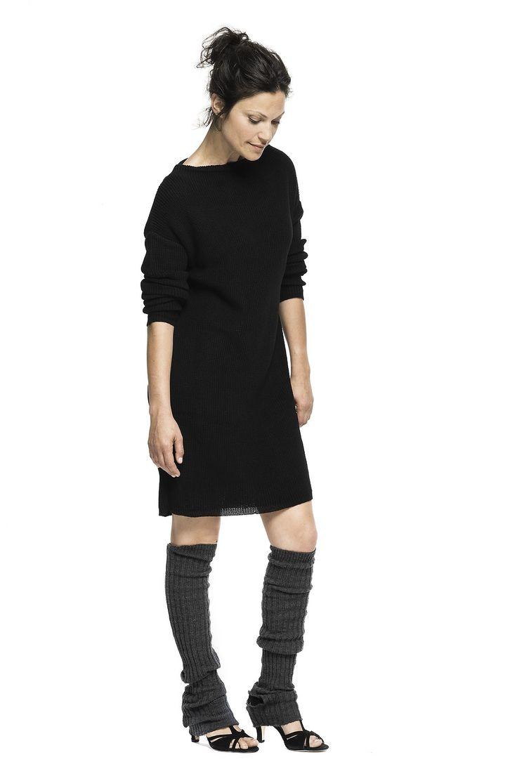 lækker og afslappet sommer strik i 100% bomuld med fin enkel bådhals. kan bruges som stor sweater eller som kjole med leggings.