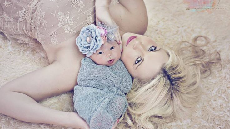 mother daughter newborn pics | Mother and daughter | Newborn Photography Ideas
