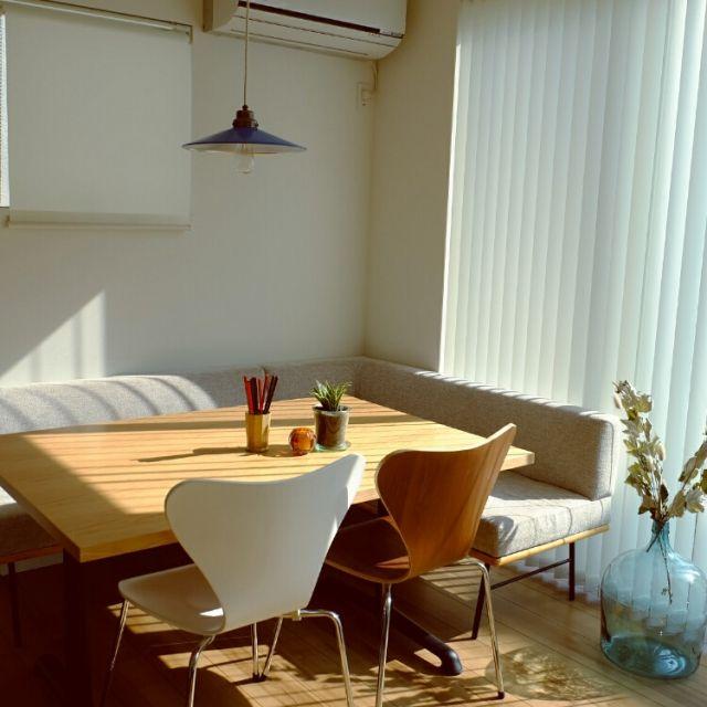 ricefishさんの、セブンチェアリプロダクト,ソファベンチ,オーダーテーブル,晴れた日,後藤照明,デミジョンボトル,unico,部屋全体,のお部屋写真