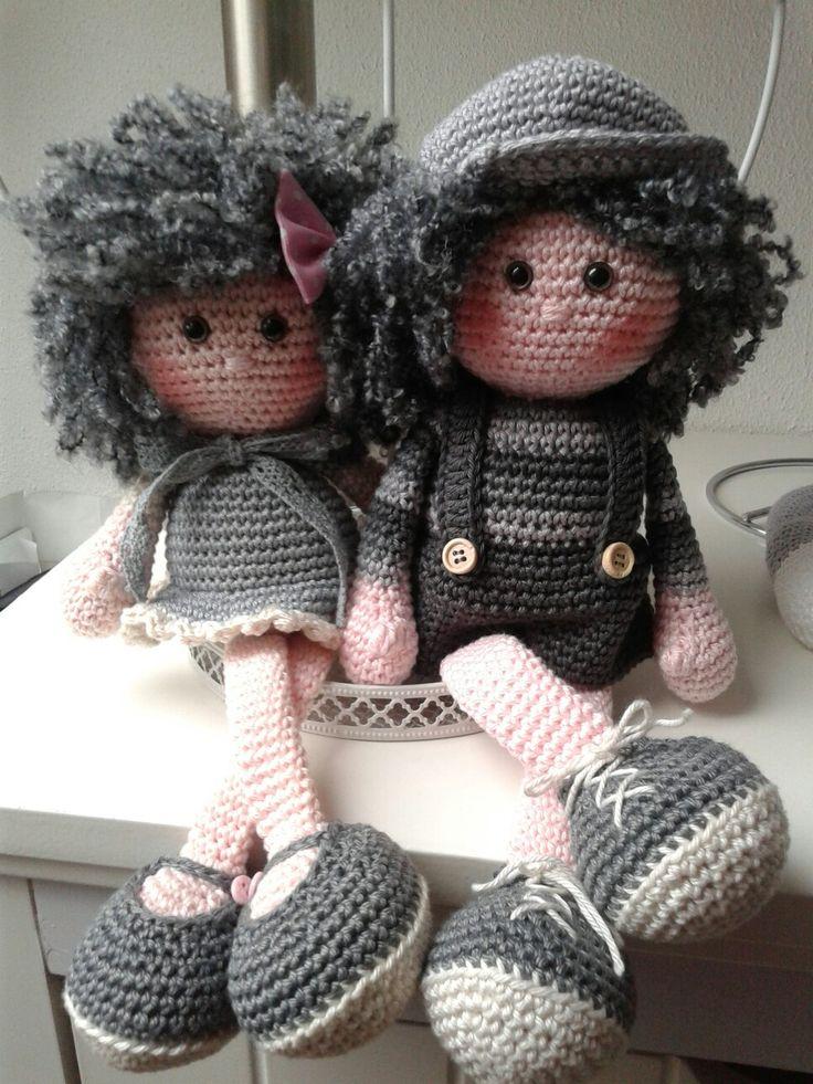 Muñecos grises