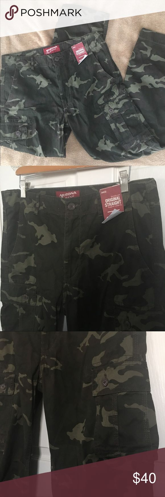 NWT Arizona jeans men's camo pants sz 34x32 NWT Arizona jeans (Jc penny)men's green camo pants straight leg sz 34x32, cargo pockets one in each thigh with a pleated knee detail (see pic) which allows for knee movement. Arizona Jean Company Pants Cargo