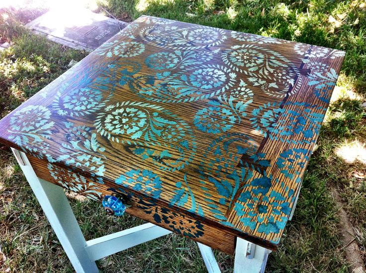 Paisley stenciled table DIY