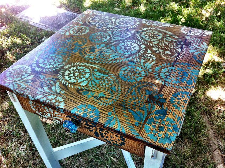 Paisley stenciled table DIY