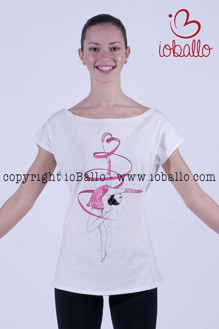 T-shirt ispirata alla ginnastica ritmica. Abbigliamento e moda per la danza online nel sito www.ioballo.com  T-shirts inspired by gym. Clothing and fashion for ballet online at www.ioballo.com
