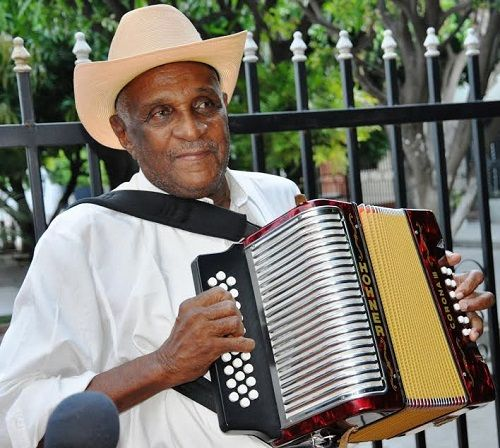 Náfer Durán Díaz, será homenajeado en Festival de La Loma Cesar - @vallenateando - http://vallenateando.net/2015/07/06/nafer-duran-diaz-sera-homenajeado-en-festival-de-la-loma-cesar/ …