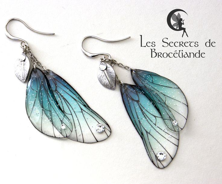 Boucles d'oreille féeriques turquoise - Ailes de fée, résine et Swarovski - Monture plaqué argent - Les Secrets de Brocéliande