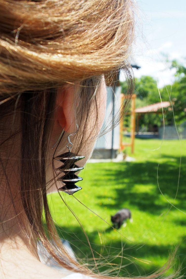 Peisaj de vară cu cercei și pisică de abanos. #metaphora #silverjewellery #silverjewelry #earrings #ebony