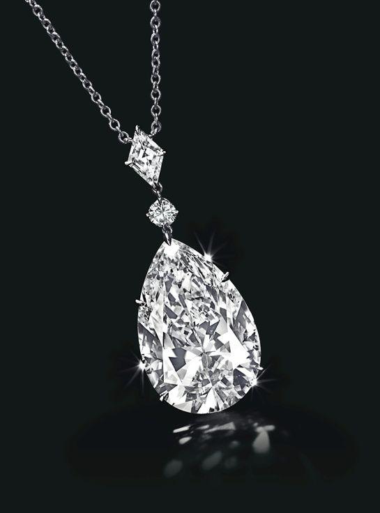 Pendentif orné d'un diamant taille poire de 24.53 carats. Estimation $1.3 - 1.8 Million