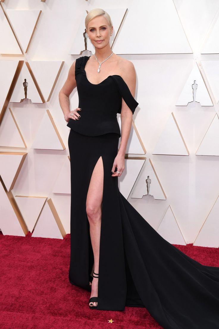 Charlize Theron at the 2020 Oscars. | Red carpet dresses ...