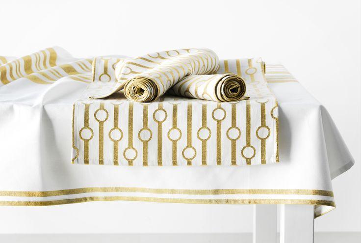 VINTERFINT tafelloper | #IKEA #kerst #decoratie #goud #versiering #tafelkleed #textiel