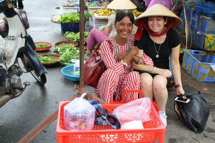 Wearing the traditional non la or conical hat. #VietnamSchoolTours #Hoian #Market