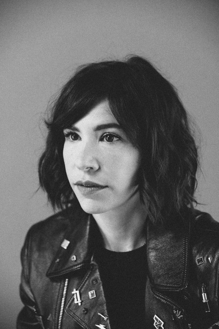 Carrie Brownstein / Outtake for BUST © Elizabeth Weinberg