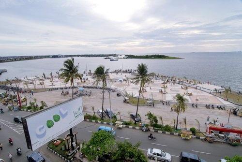 Pantai Losari (Losari Beach), Makassar, Indonesia.