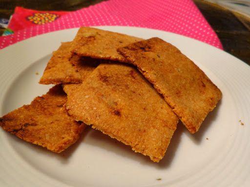 Koolhydraatarme crackers van amandelmeel met zongedroogde tomaatjes - http://www.volrecepten.nl/r/koolhydraatarme-crackers-van-amandelmeel-met-zongedroogde-tomaatjes-3585538.html