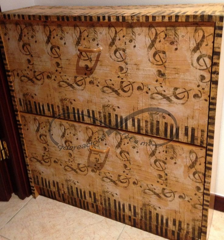 Zapatero hecho con la técnica decoupage y servilletas.