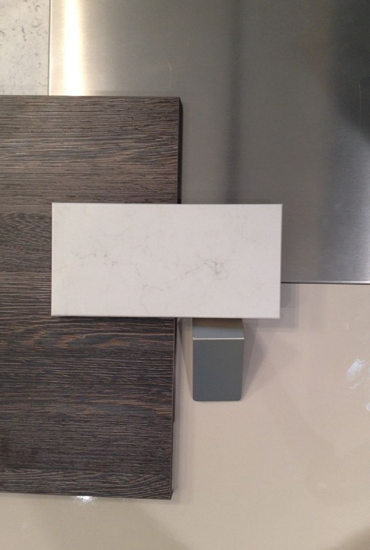 SieMatic finishes for the kitchen: Mali Wenge Matt Laminate Greige Gloss SimiLaque Stainless Steel (backsplash) Frosty Carrina Caesarstone