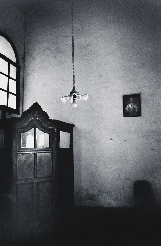 Charles Harbutt, Bedroom Confessional, Montejo the Conquistador's Mansion, Merida, 1978