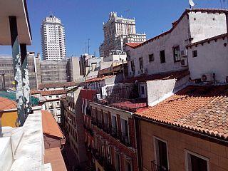 Gran+Vía+Ático+B+con+terraza+++Alquiler de vacaciones en Madrid Centro de @homeaway! #vacation #rental #travel #homeaway