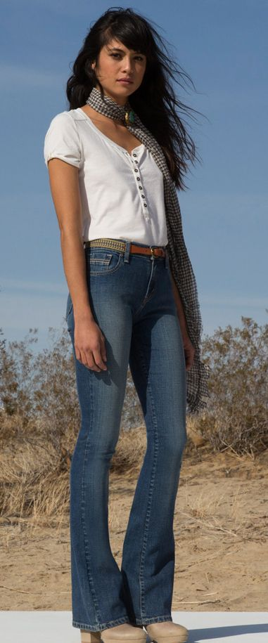 Flare jeans + white T