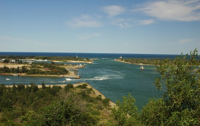One of Victoria's premier holiday destinations, Lakes Entrance is beloved for its swimming beaches, waterfront cafes and fleet of colourful fishing boats, many of which sell the day's catch from the jetties. Located 319 kilometres from