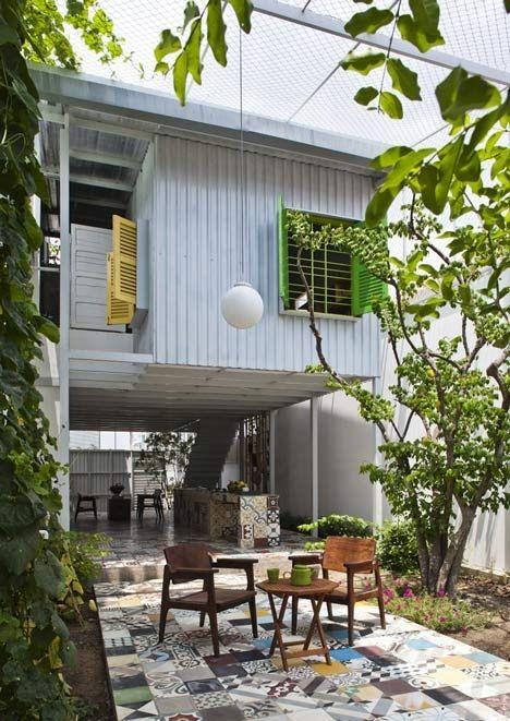 The Nest by  a21studio..ด้วยสีเขียวของต้นไม้และการใช้พื้นที่ที่ดี..บ้านก็น่าอยู่ และดูดีได้ โดยไม่แพง
