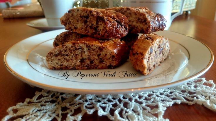 Cari lettori, oggi vi propongo i deliziosi(biscotti al cioccolato e torrone). Una buona ricetta per riciclare il torrone avanzato....uno dei classici dol