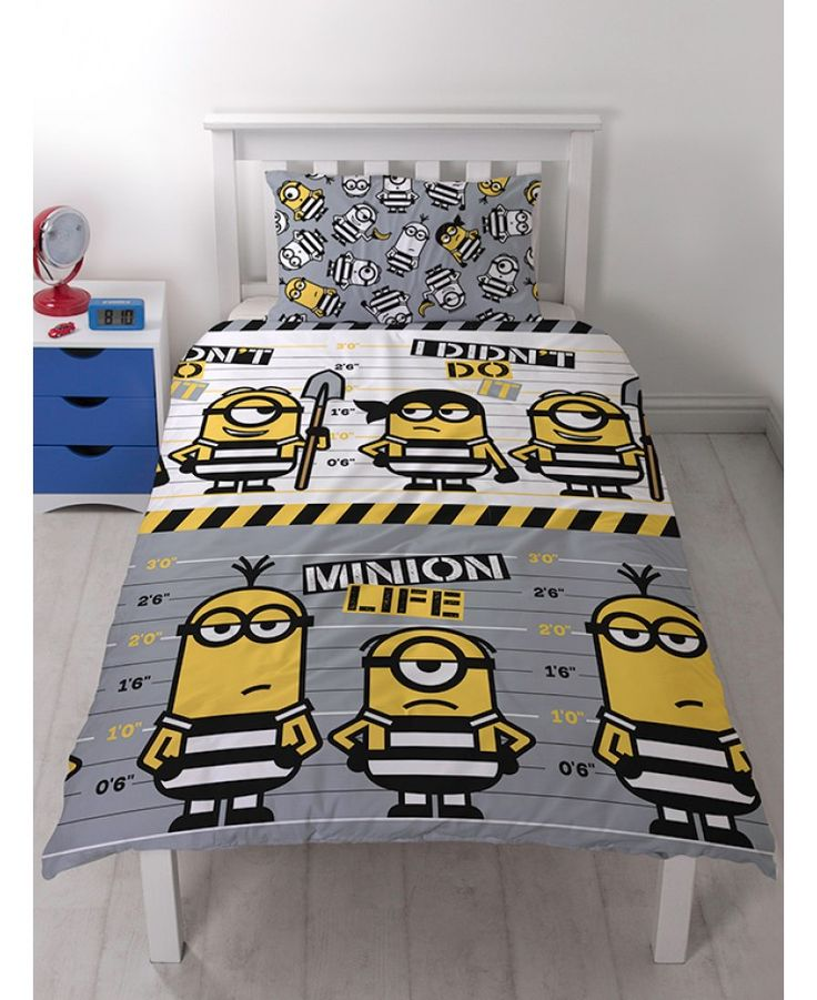 This reversible Despicable Me Minions Jailbird Single Duvet Cover Set features the Minions in prison clothes in front of a lineup board.
